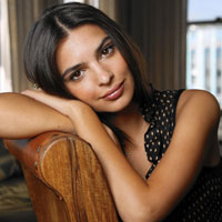 Free online flash games - Emily Ratajkowski Jigsaw game - WowEscape